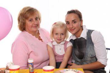 Мама, дочка и бабушка сценка