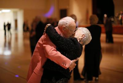 танец для пожилых людей