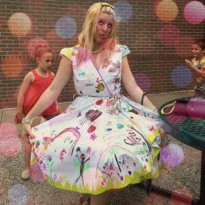 Разрисованное платье